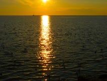 从黑海的岸的日落 免版税库存图片