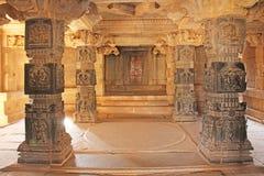 从黑玄武岩的装饰柱子在mandappa或霍尔 哈扎拉 免版税图库摄影