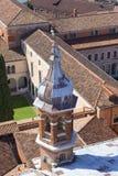 从16世纪本尼迪克特教团圣乔治Maggiore教会的钟楼的看法,威尼斯,意大利 图库摄影