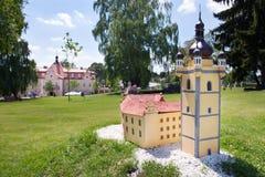 从1877防御Berchtold并且停放与捷克地标, Benice, Vidovice村庄,捷克共和国式样缩样  免版税库存照片