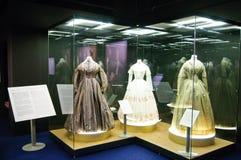 从1890年的礼服和照片到1950年 免版税库存图片