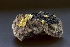 从Arandis纳米比亚的Boltwoodite矿物标本 库存照片