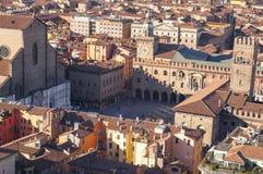 从Asinelli塔看的广场maggiore波隆纳意大利鸟瞰图 免版税库存照片
