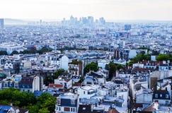 从Basilica de Sacre Coeur教会看见的巴黎 库存照片