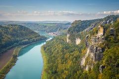 从Bastei的撒克逊人的瑞士视图到Wehlen 库存照片