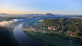 从Bastei, Sachsische Schweiz的易北河视图 库存图片