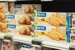 从Bjorg的自然饼干在Cora超级市场烙记 库存图片