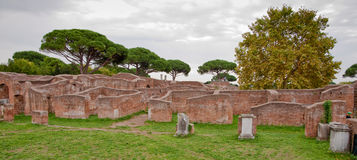 从caserma dei vigili del fuoco的废墟在Ostia Antica -罗马 库存图片