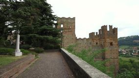从Castello Arquato村庄的印象深刻的全景 股票录像