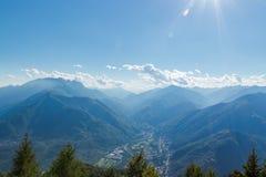 从cimetta的terre di pedemonte全景和琴托瓦利 库存照片