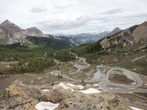 从d col ` izoard的全景在欧特普罗旺斯的法国阿尔卑斯布里扬松的方向的 免版税库存照片