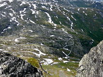 从Dalsnibba的挪威视图到向Geiranger的路 免版税图库摄影