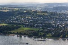 从Drachenburg/Drachenfelsen的全景视图向河莱茵河和莱茵河流域,波恩,德国 免版税库存图片