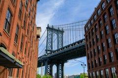从Dumbo看见的曼哈顿桥梁,布鲁克林, NYC 库存照片