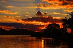 从Glà ³ ria港口的渡轮金黄太阳下午的 免版税图库摄影