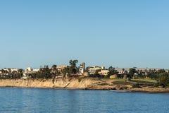 从Goleta海湾看的加大圣巴巴拉分校地平线,加利福尼亚 图库摄影