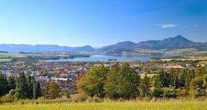 从Haj-Nicovo的看法到Liptovsky Mikulas和知名的水坝Liptovska玛拉的部分 图库摄影