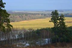 从hillfort Girniku的看法 在城市希奥利艾,立陶宛附近安置 库存图片