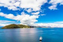 从isla de Sol的喀喀湖风景在玻利维亚 免版税库存照片