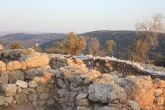 从Khirbet Qeyafa的视图对在Judeia小山的Tel Suqo 免版税图库摄影