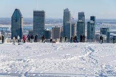 从Kondiaronk眺望楼的蒙特利尔地平线在冬天 免版税库存照片