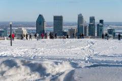 从Kondiaronk眺望楼的蒙特利尔地平线在冬天 库存图片