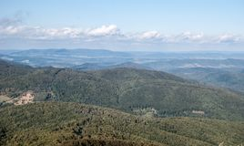 从Kruhly Wierch小山的看法在秋天Bieszczady山的Polonina Carynska在波兰 免版税库存图片