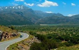 从Lasithi高原的美丽如画的路 免版税图库摄影