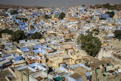 从Mehrangarh Mehran堡垒,乔德普尔城,拉贾斯坦,印度的蓝色城市 库存图片