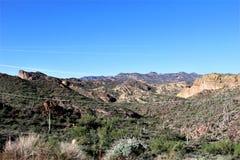 从Mesa,亚利桑那的Tonto国家森林风景视图向峡谷湖亚利桑那,美国 库存照片