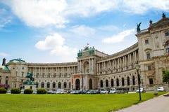 从Michaelerplatz,维也纳,奥地利的霍夫堡宫视图 免版税库存照片