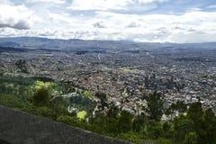 从Monserrate小山的城市视图在波哥大 免版税图库摄影