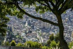 从Monserrate小山的城市视图在波哥大 免版税库存图片