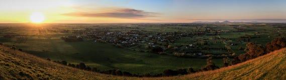 从Mt唤醒监视在日落,Penhurst,维多利亚,澳大利亚的全景, 免版税库存照片