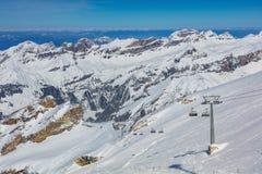 从Mt的一个冬天视图 铁力士峰在瑞士 库存图片