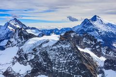 从Mt的冬天视图 铁力士峰在瑞士 库存照片