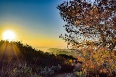 从Mt的日出视图 索莱达在拉霍亚,加利福尼亚 免版税库存图片