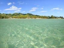 从Muri盐水湖小船的风景视图拉罗通加厨师的Isla 免版税库存照片