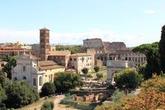 从Palatine小山的视图在废墟在罗马,意大利 库存照片