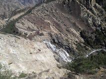 从Phoksundo湖的瀑布 免版税库存图片