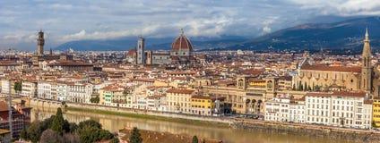 从Piazzale米开朗基罗的全景佛罗伦萨 免版税库存照片