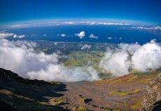 从Pico火山在远足,亚速尔群岛,葡萄牙的顶端全景风景 库存图片