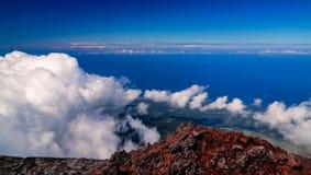 从Pico火山在远足,亚速尔群岛,葡萄牙的顶端全景风景 免版税库存图片