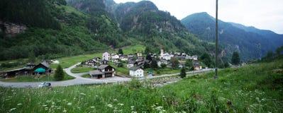 从Rossa村庄的小山的看法 免版税图库摄影