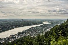 从Siebengebirge Drachenfels的看法在莱茵河 库存图片