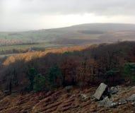 从Stanage边缘岩石面孔的看法 免版税库存照片