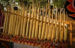 从sunda西部Java的Angklung传统印度尼西亚音乐由竹子做了在中爪哇省 库存照片