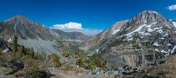 从Tioga路优胜美地国家公园的风景看法 免版税库存照片