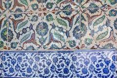 从Topkapi的东方无背长椅陶瓷砖视图 免版税图库摄影
