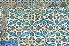 从Topkapi的东方无背长椅陶瓷砖视图 库存照片
